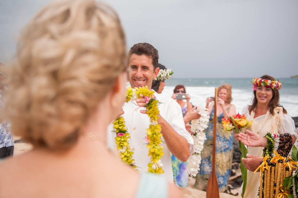 Rachel_Rose_Photography_Hawaii_Oahu_Destination_Wedding_Bride_Groom_Lei