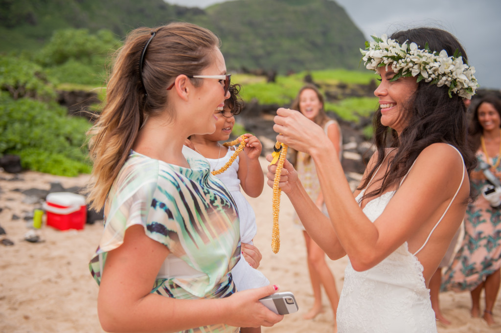 Rachel_Rose_Photography_Hawaii_Oahu_Destination_Wedding_Bride_Groom_Lei2