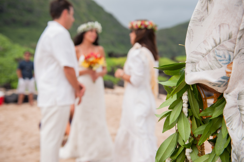 Rachel_Rose_Photography_Hawaii_Oahu_Destination_Wedding_Bride_Groom_Leis