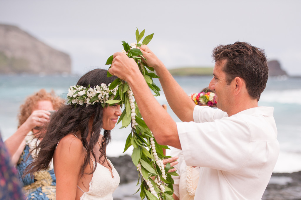 Rachel_Rose_Photography_Hawaii_Oahu_Destination_Wedding_Bride_Groom_Maile_Lei