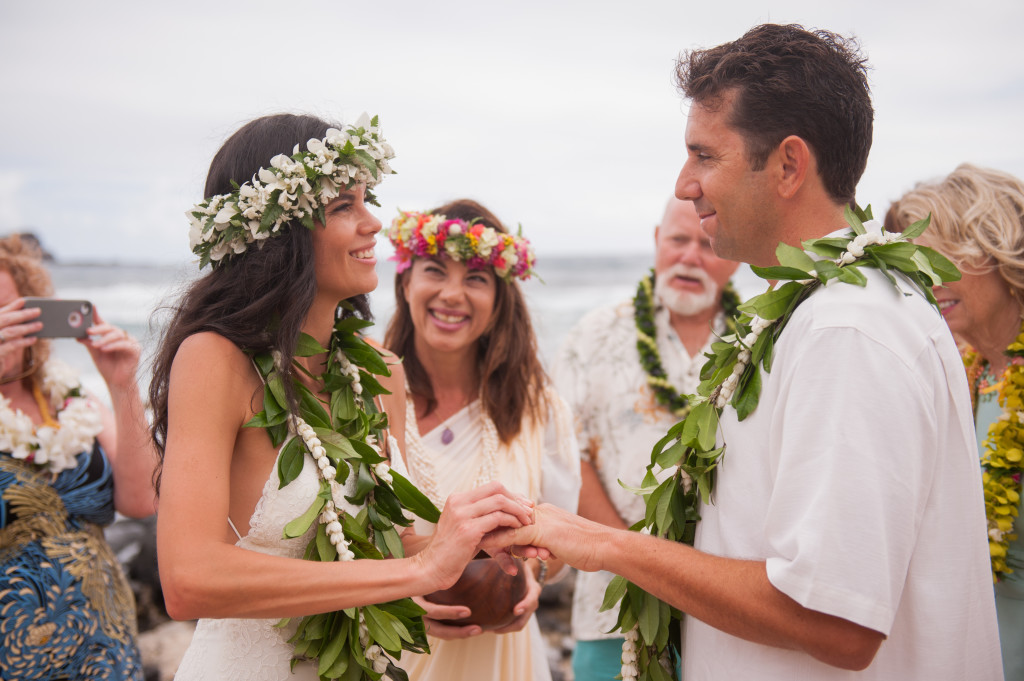 Rachel_Rose_Photography_Hawaii_Oahu_Destination_Wedding_Bride_Groom_Rings_Blessing_Love