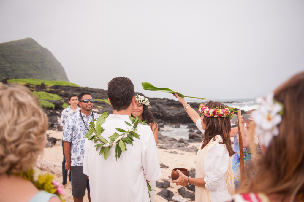 Rachel_Rose_Photography_Hawaii_Oahu_Destination_Wedding_Bride_Groom_Ti_Leaf_Blessing