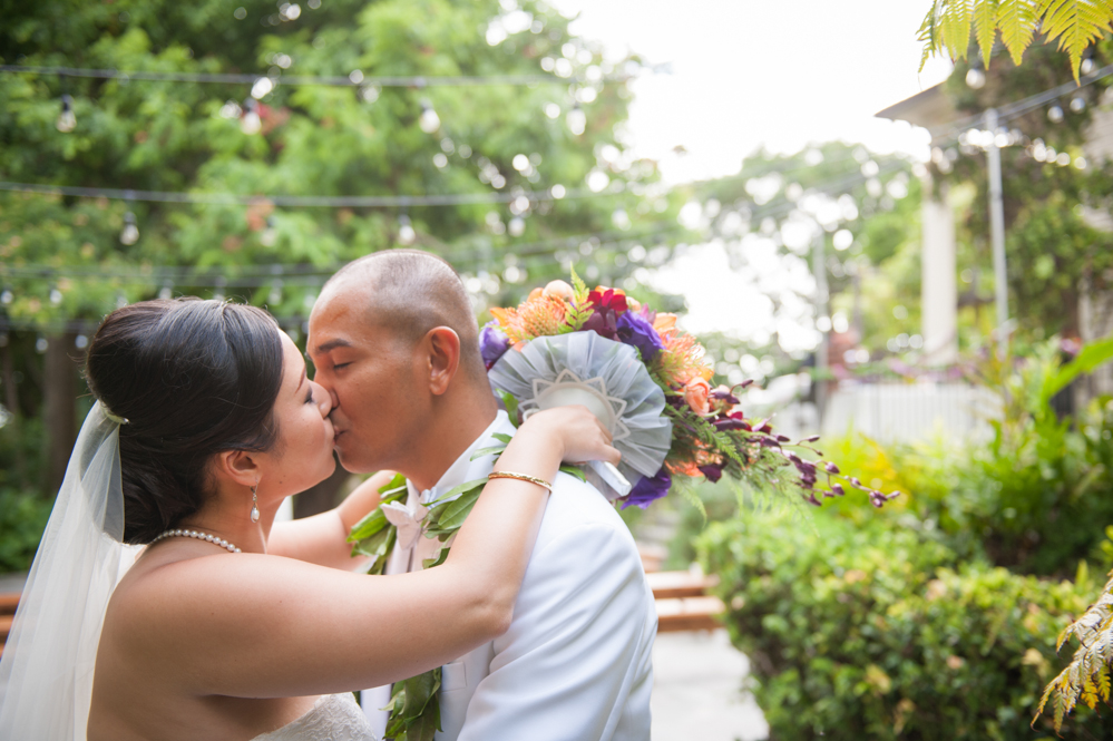 RachelRosePhotography_Destination_Wedding_Photographer_QueenEmma_Hawaii-43